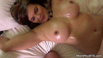 Mulher transando gostoso com seus enorme peitões