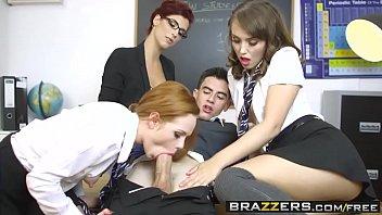 Porno na escola com rapaz sortudo, as amigas e sua professora