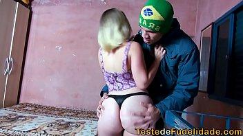 Comendo a novinha depois do baile funk na favela