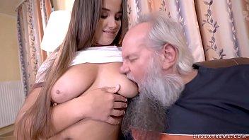 Porno grati coroa esperto fodendo a netinha novinha
