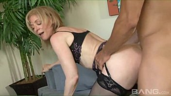 coroa gostosa fudendo Nina Hartley com direito a leitinho na boca