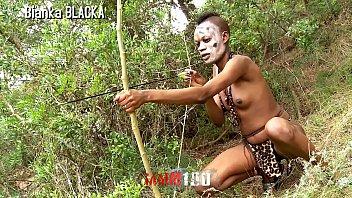 Comendo africana no meio do mato selvagem porn sex safari