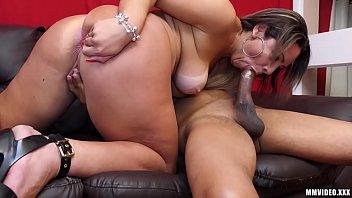 Famosa do porno dando o cu com vontade
