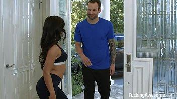 Sexo selvagem com personal trainer ensinando exercícios novos para a novinha