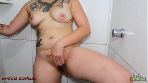 galinhas do sexo trepando de baixo do chuveiro