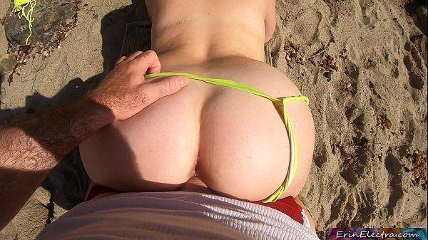 Pegando a buceta loira da minha tia coroa na praia