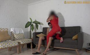 Puta brasileira gemendo enquanto leva pirocada na bucetinha